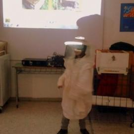 Μια μελισσοκόμος στο σχολείο μας
