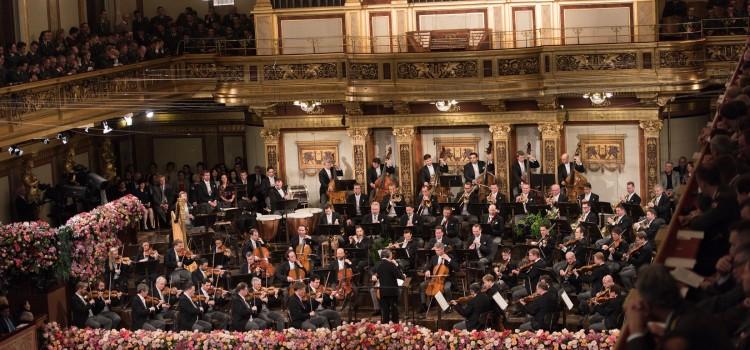 Παρακολουθώντας την πρωτοχρονιάτικη συναυλία της Φιλαρμονικής Ορχήστρας της Βιέννης
